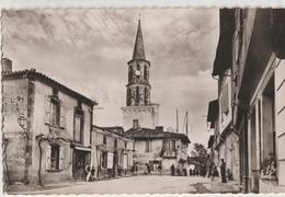 Loubens  31   La Place Principale-et La Rue -Tres Animées-Café Et Epicerie - Frankreich