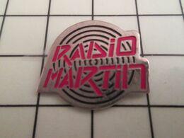 520 Pin's Pins / Beau Et Rare / THEME : MEDIAS / Pour Toi Gori Le Goret RADIO MARTIN - Medien
