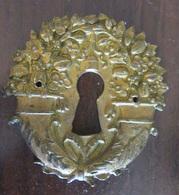 Ornement / Entrée De Serrure En Bronze à Motifs De Cornes D'Abondance - Dimensions : 60 X 60 Mm - 18e Ou 19e Siècle - Bronces