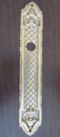 Grand Ornement De Poignée De Porte En Bronze Doré - Longueur : 20cm, Poids : 140 Grammes - 18e Ou 19e Siècle - Bronces