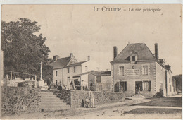 Le Cellier  44   La Rue Principale Animée Et  Hotel Des Voyageurs - Le Cellier