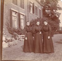 Photo Originale 1900  Château De Bouillon Baulers ? Famille Noblesse 3 Dames Dans Jardin - Orte