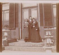 Photo Originale 1900  Château De Bouillon Baulers ? Famille Noblesse 3 Dames Sur Escalier - Orte