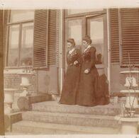 Photo Originale 1900  Château De Bouillon Baulers ? Famille Noblesse 2 Dames Sur Escalier - Orte
