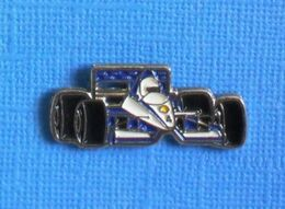 1 PIN'S //  ** FORMULE 1 / TYRRELL 019 LE NEZ RELEVÉ / PILOTE JEAN ALESI 1990 ** . (Tyrrell) - F1