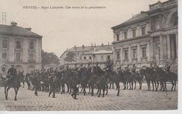 CPA Nantes - Place Lafayette - Une Revue De La Gendarmerie (très Belle Scène) - Nantes