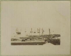 Concarneau (Finistère). Arrivée Des Bateaux Par Temps Calme. Femmes Avec Coiffe. - Alte (vor 1900)