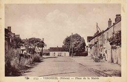 Verneuil Place De La Mairie - Autres Communes