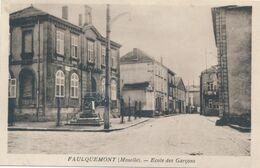 57) FAULQUEMONT : Ecole Des Garçons - Monument Aux Morts - Faulquemont