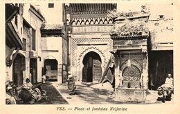 FES (Maroc) - Place Et Fonraine Nejjarine  -  Cpa Vierge -  Très Bon état - Fez