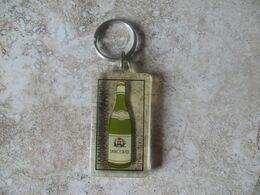 Porte Clef Publicitaire Alcool Vin De Sancerre Bouteille Domaine Hubert Brochard Chavignol - Andere Sammlungen