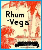 """Etiquette De RHUM """"Vega"""" Pur Jus De Canne à Sucre Importé Par VIAN, VIEIL & Cie 13 Marseille - Rhum"""