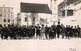 Pontresina, Fastnacht, Gesellschaft Vor Der Kirche, Um 1930 - GR Grisons