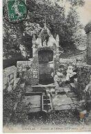 DAOULAS / Fontaine De L'ABBAYE- Femme Et Enfant Sur Les Marches ( 1908 ) - Daoulas