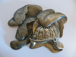 Presse Papier En Bronze En Forme De Casque - Bronces