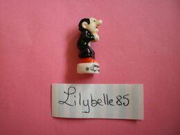 Feve Ancienne En Porcelaine SMURF - GARGAMEL - Serie LES SCHTROUMPFS 2008 ( Feves Figurine Miniature ) - BD
