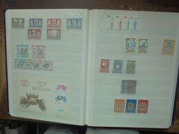 VATICAN BEL ALBUM A RECLASSER NEUFS+OBLITERES (2854) 2 KILOS 200 - Collections