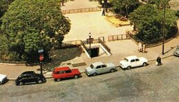 CPM 75 PARIS 11e Station Entrée De Métro REPUBLIQUE Place De La République Ed LYNA PARIS N° 928 - District 11