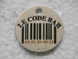Jeton De Caddies LE CODE BAR / Bar Bistrot Café - à Voir Recto Et Verso - Jetons De Caddies