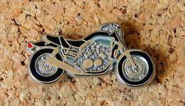 Pin's MOTO - YAMAHA - V MAX  Double Pin's - EMAIL Métal Chromé En Relief- Fabricant BALLARD - Motorbikes