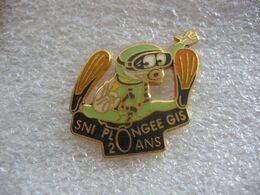 Pin's Numéroté 120 Des 20 Ans Du Club De Plongée SNI GIS à Guebwiller (Dépt 68). - Buceo