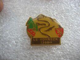 Pin's Du HOHNECK, 3e Sommet Du Massif Des Vosges Avec 1 366 Mètres D'altitude, Domine La Ligne De Crêtes Alsace/Lorraine - Sport Invernali
