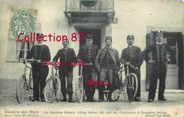 DOUANE ☺♦♦ DOUANIERS Aux CLAVIERES Dans Les HAUTES ALPES 05 - DOUANIER CARABINIER Devant Le POSTE De DOUANE - Dogana