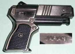 Rare Briquet à Gaz En Métal Et Plastique, Japon Japan, Forme De Pistolet Revolver - Otros
