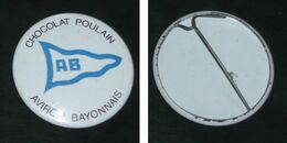 Vintage Ancien Badge En Tôle émaillée, Chocolat POULAIN Club Aviron Bayonnais Bayonne Rugby Sport - Chocolate