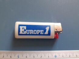 Briquet Publicitaire Usagé  - Bic - Europe 1 - Autres