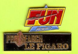 2 Pin's Médias FUN Radio & Pro Search Le Figaro - 3C30 - Mass Media