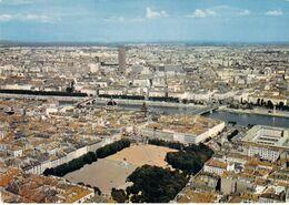 69 - Lyon - Au Premier Plan, La Place Bellecour - Au Second Plan, Le Rhône - Au Fond, La Tour De La Part Dieu - Otros