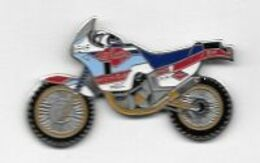 Pin's Sport  MOTO  HONDA  H R C  Avec  Carburant  ELF, Pneus  MICHELIN  Et  LEE  COOPER - Motorräder