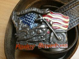 MOTO .  MOTOS HARLEY DAVIDSON. BOUCLE. CEINTURE CUIR  LONG 95CM. 1991. - Motorfietsen