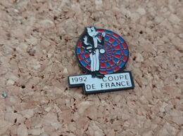 PINS FLECHETTE  COUPE DE FRANCE 1992 - Pin's & Anstecknadeln