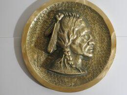 Presse Papier En Bronze Avec Motif Tete D Indien - Bronces