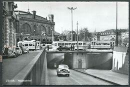 Zürich - Hauptbahnhof (Gare Centrale) - Tramway Et Nombreux Véhicules Automobiles - See 2 Scans - ZH Zurich