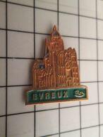 715e Pins Pin's / Rare & Belle Qualité THEME VILLES / NORMANDIE EURE EVREUX CATHEDRALE BASILIQUE Bref Un Temple De La Su - Cities