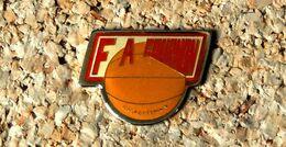 Pin's BASKET - FA Cournon D'Auvergne (63) Basket Féminin - Verni époxy - Fabricant Inconnu - Baloncesto