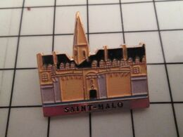 715e Pins Pin's / Rare & Belle Qualité THEME VILLES / BRETAGNE LES REMPARTS DE SAINT-MALO (CC Lina ) - Photography