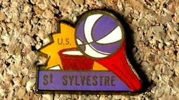 Pin's BASKET - US Saint Sylvestre Pragoulin (63) - Verni époxy - Fabricant Inconnu - Baloncesto
