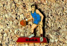 Pin's BASKET - USGA Saint-Georges Les Ancizes (63) - émaillé à Froid - Fabricant BERAUDY VAURE - Baloncesto