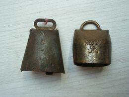 Deux Anciennes Petites Cloche, Dont Une : VILLARD DE LANS - Campane