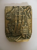 Presse Papier En Bronze Avec Motif Vaisseau XVIII Siecle - Bronces