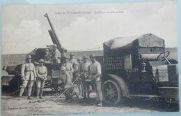 MILITARIA CPA MILITAIRES FRANÇAIS SOLDATS 1911 CAMP DE SISSONNE AISNE ARTILLERIE CONTRE AVIONS CAMION - Caserme