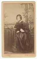 CDV Photo Foto Um 1880, Abzug - C. Hoffmann, Erfurt - Benannte, Feine Dame In Zeittyp. Mode Um 1865 - Identified Persons