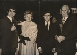 BELLE PHOTO 125 CM X 180 CM  - Jacques MARTY, Line RENAUD, Marcel CERDAN Et Maurice CHEVALIER - Boxing