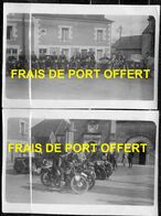 2 PHOTOS DE MOSNES - LE MOTO-CLUB DE TOURAINE FAISANT HALTE PLACE DE L'EGLISE - RASSEMBLEMENT MOTOS. - Frankreich