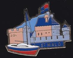66734- Pin's.Saint-Malo Est Une Ville Portuaire De Bretagne,signé Fraisse. - Cities