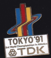 66745- Pin's.Championnats Du Monde D'athlétisme. 1991 Au Stade Olympique De Tokyo, Au Japon.signé TDK - Atletica